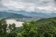 Vaade Peace templist Phewa järvele Pokharas